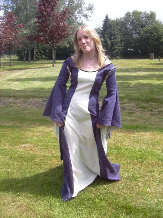 Robes Medievales Fleur De Fil
